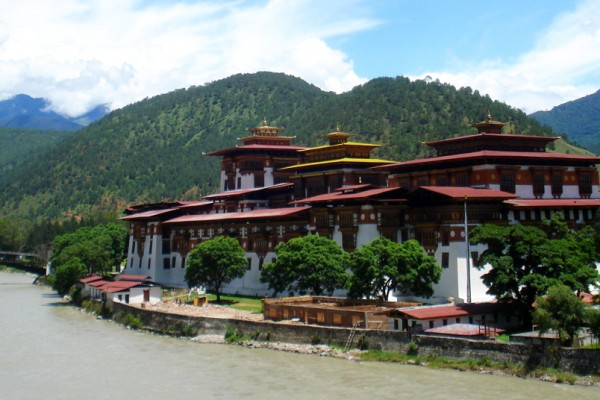 Le Dzong de Punaka.