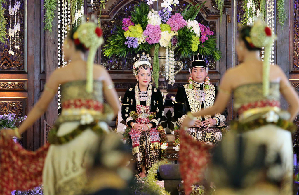 La quatrième fille du sultan Hamengkubuwono X, la princesse Hayu, et son mari, le prince Notonegoro