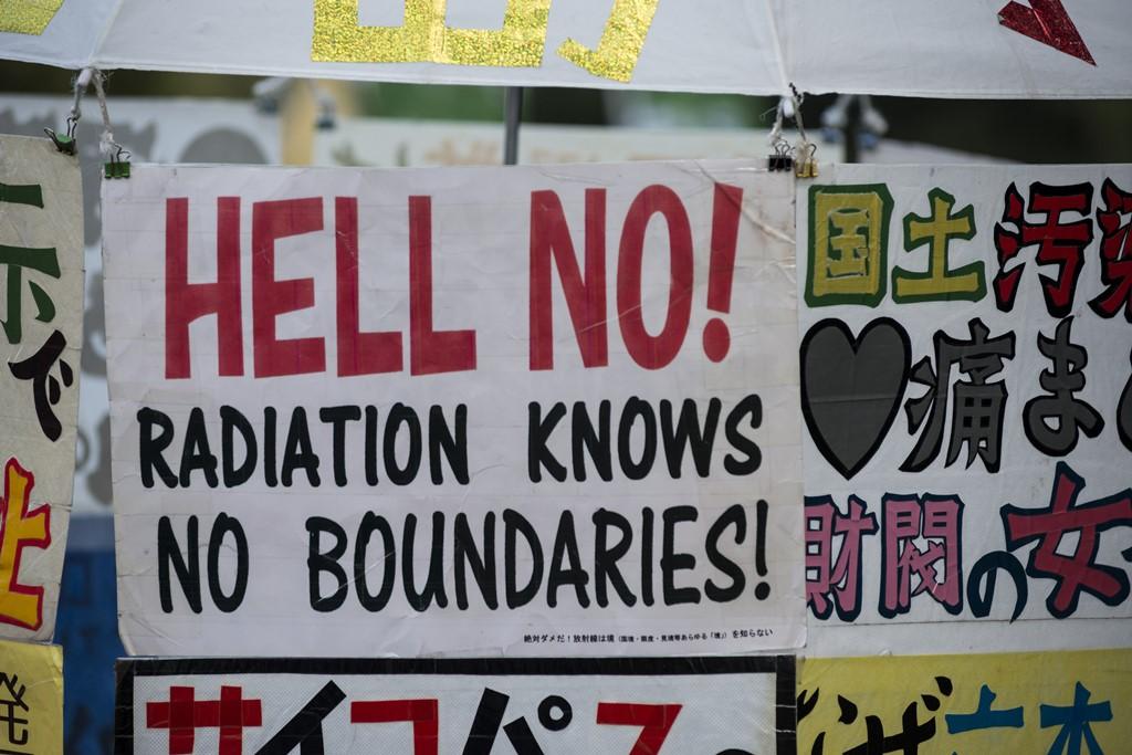 """""""Les radiations ne connaissent pas de frontière !"""" Banderole lors d'une manifestation organisée par Hidanren"""