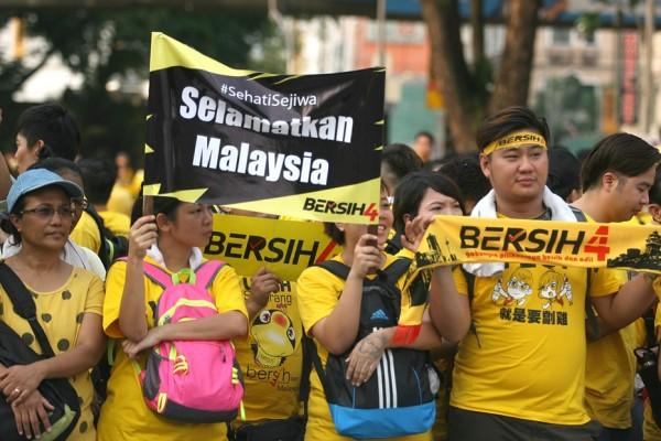 Des manifestants malaisiens lors du rassemblement géant Bersih 4.0 sur la place de l'Indépendance à Kuala Lumpur, le 29 août 2015.