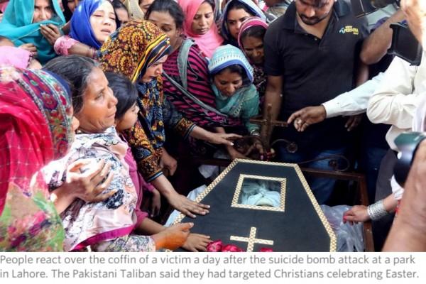 """Dimanche 27 mars, un attentat suicide revendiqué par une branche des Taliban pakistanais a fait au moins 72 morts et plus de 300 blessés à Lahore (Pendjab), au Pakistan. Copie d'écran du """"Wall Street Journal"""", le 29 mars 2016."""