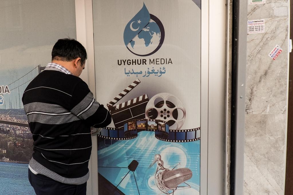 A l'entrée des locaux de Uygur TV