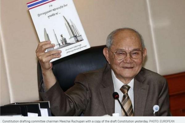 """Le projet de constitution thaïlandaise a enfin été dévoilé hier mardi 29 mars, non sans remous. Copie d'écran du Straits Times"""", le 30 mars 2016."""
