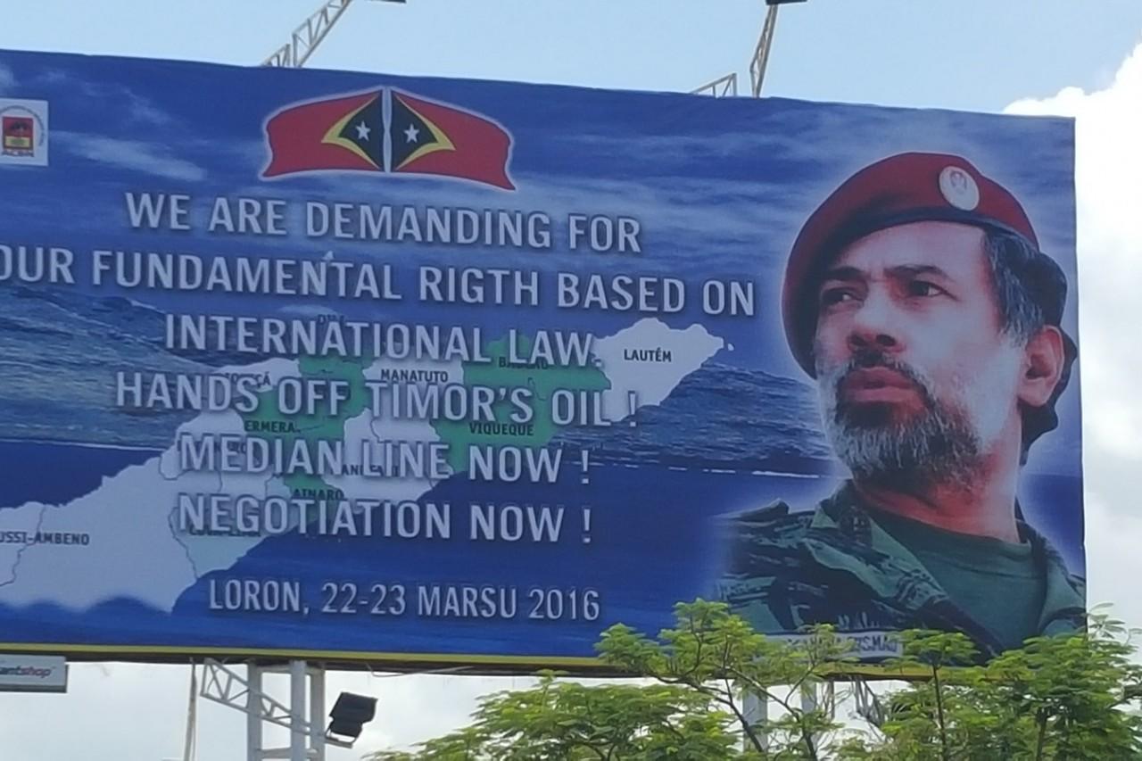 """Pancarte pour la manifestation, à Dili le 22 mars 2016, """"contre l'occupation de la mer de Timor"""" par l'Australie."""