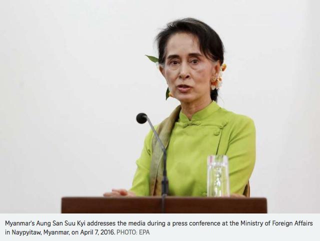 """Le nouveau gouvernement envisagerait-il de décentraliser le pouvoir en Birmanie pour apaiser les tensions avec les ethnies minoritaires ? Dans une allocution télévisée, la Dame de Rangoun a évoqué l'établissement d'une """"union fédérale démocratique"""". Copie d'écran du """"Straits Times"""", le 18 avril 2016."""