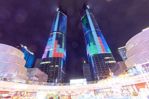 Les Twin Towers de la ville chinoise de Nanchang dans la province du Jiangxi à l'est de la Chine, le 24 mars 2016.