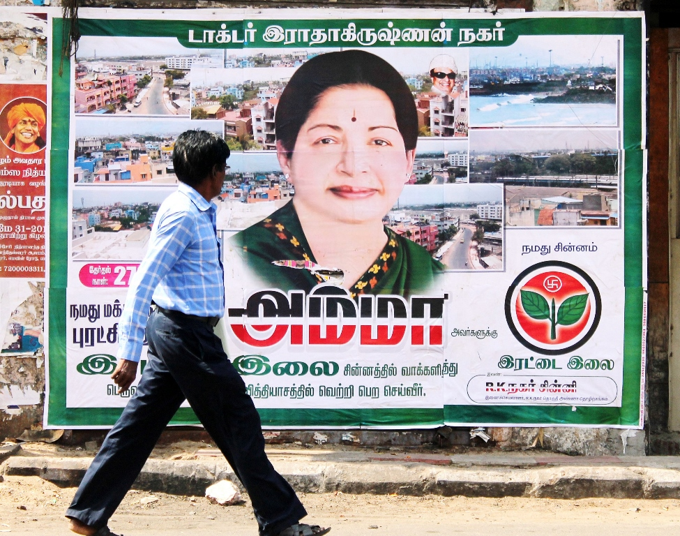 Affiche de Jayalalithaa Jayaram, ministre en chef de l'Etat du Tamil Nadu à la pointe sud de l'Inde, le 30 mai 2015 à Chennai.