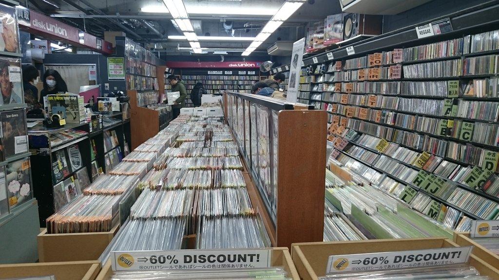 Une vue des bacs de Disk Union, Shibuya.