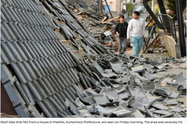 """Un violent séisme de magnitude 7 a frappé le sud du Japon dans la nuit du jeudi 14 au vendredi 15 avril. Copie d'écran du """"Japan Times"""", le 15 avril 2016."""