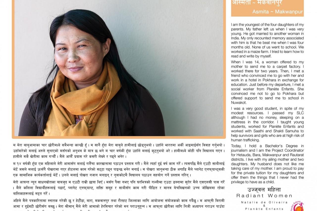"""L'une des bannières de l'exposition """"Radiant Women"""" au Népal : le témoignage d'Asmita (Makwanpur), survivante du trafic d'êtres humains."""