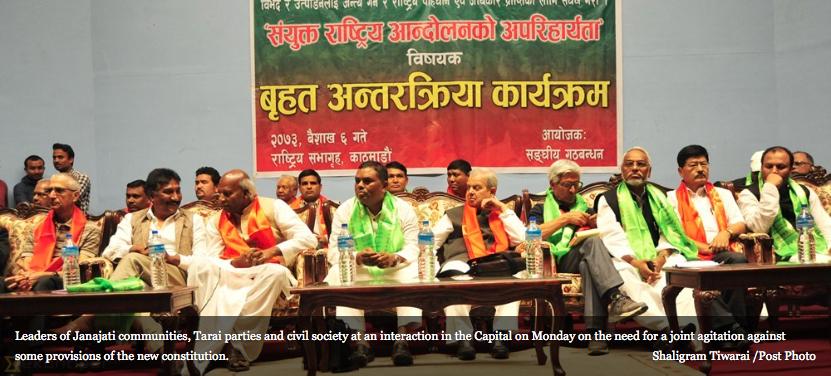 """Après avoir rendue publique leur alliance tactique pour combattre la nouvelle Constitution népalaise, les partis Madhesi et Janajati ont annoncé la tenue de manifestations de grande ampleur à la fin du mois sous la bannière unifiée du Sanghiya Samabesi Gathabandhan. Copie d'écran de """"The Kathmandu Post"""", le 20 avril 2016."""