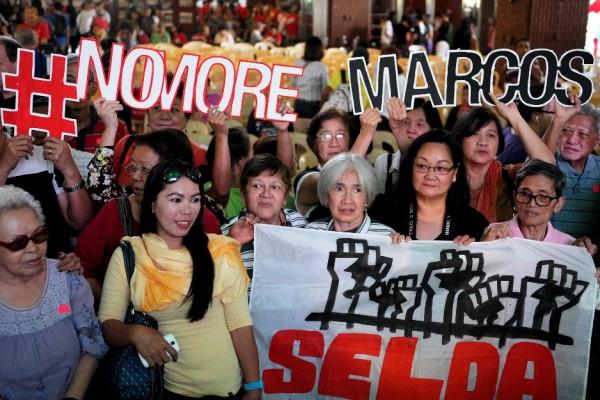 Rassemblement de victimes de tortures et de détentions arbitraires sous la dictature de Fredinand Marcos, à Manille, le 22 février 2016