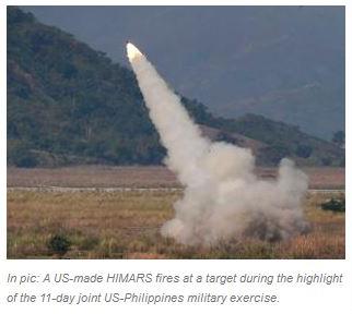 """Lors d'exercices conjoints entre les Philippines et les Etats-Unis, des missiles ont été tirés en Mer de Chine ; ce qui ne devrait pas manquer d'énerver un peu la Chine. Copie d'écran du """"Economic Times"""", le 14 avril 2016."""