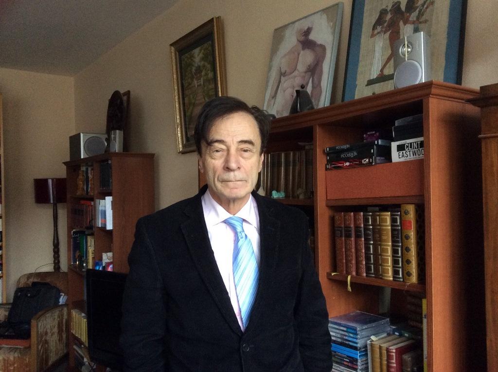 Odon Vallet, spécialiste des religions et grand connaisseur du Vietnam, chez lui à Paris, le 19 mars 2016.