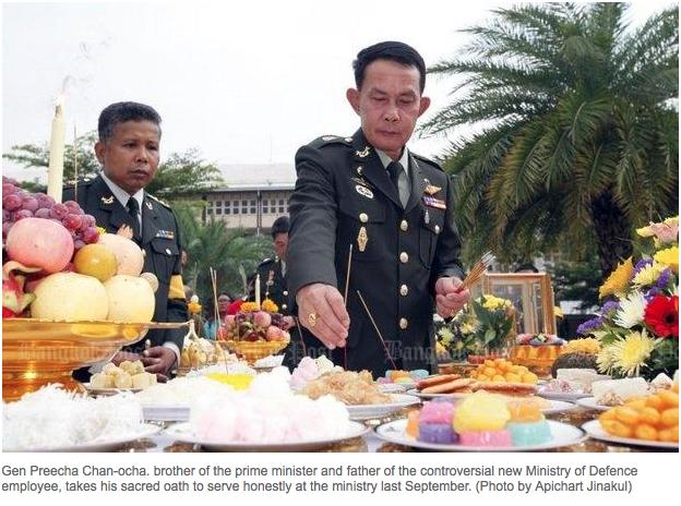 """Preecha Chan-ocha, secrétaire d'Etat permanent à la Défense et frère cadet du Premier Ministre thaïlandais, Prayuth Chan-ocha, est accusé de népotisme après avoir nommé son fils à un poste dans la 3ème Armée. Copie d'écran du """"Bangkok Post"""", le 19 avril 2016."""