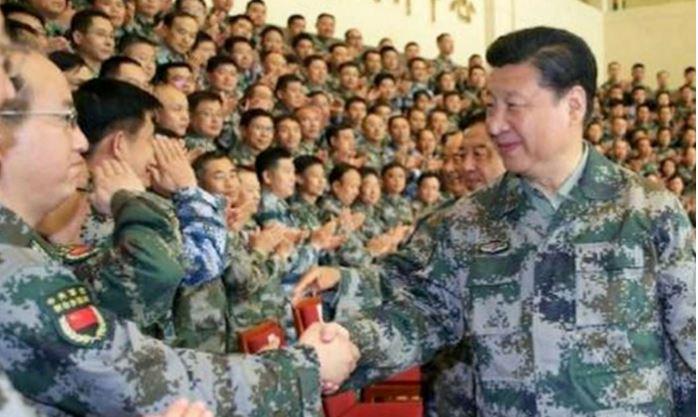 """Xi Jinping dans son nouvel uniforme . Copie d'écran du """"South China Morning Post"""", le 21 avril 2016"""