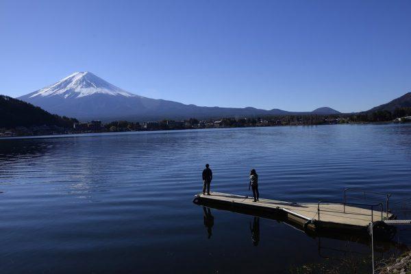 Le Mont Fuji au Japon vu depuis le lac Kawaguchi le 28 novembre 2015.
