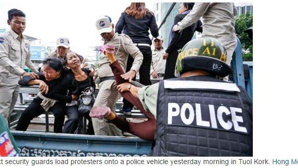 """Hier lundi 16 mai au matin, les agents de sécurité du quartier de Tuol Kork ont embarqué les manifestants qui protestaient contre la détention de militants des droits de l'homme. Copie d'écran du """"Phnom Penh Post"""", le 17 mai 2016."""