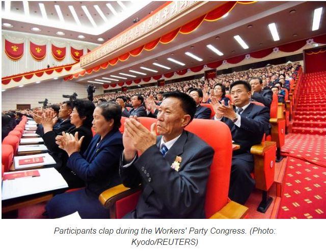 """Ce mardi 10 mai, le leader de la Corée du Nord a rassemblé les foules à Pyongyang pour célébrer sa consécration en tant que président . Copie d'écran du site """"Channel News Asia"""", le 10 mai 2016."""