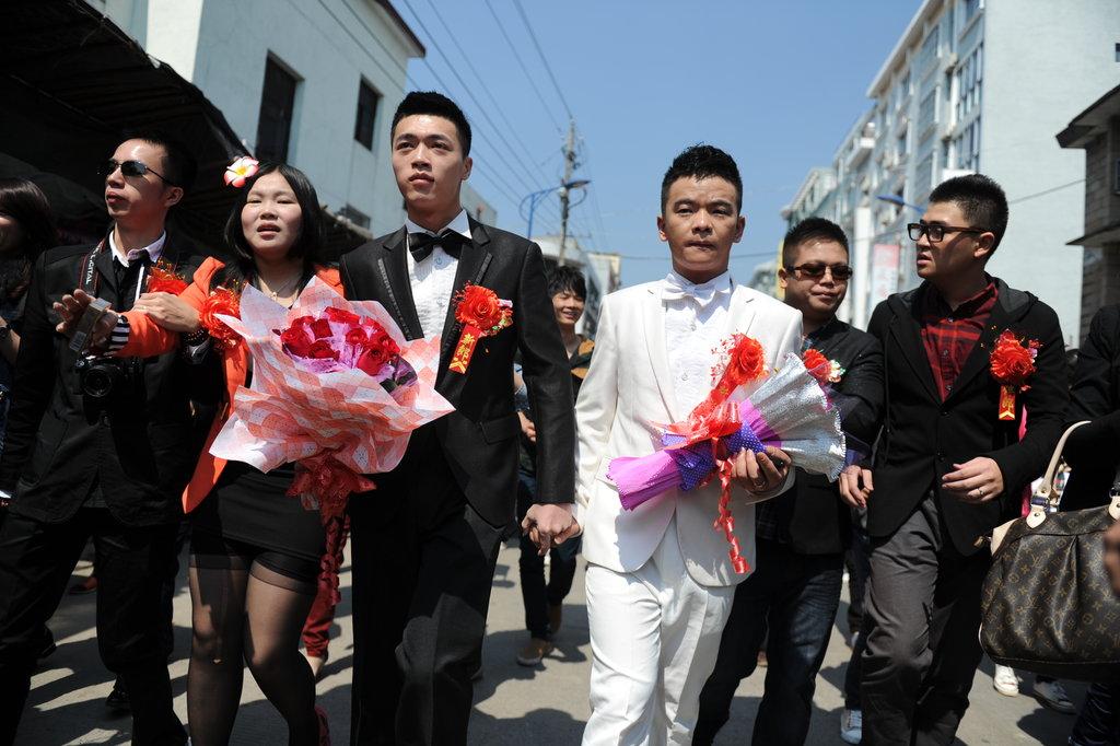 Le mariage public de Luqiong et Lu Wangqiang à Lingde le 2 octobre 2012, dans la province du Fujian, a marqué l'histoire des gays chinois.