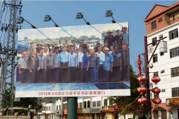 """Un mois après son investiture, le président chinois Xi Jinping a rendu visite aux pêcheurs de l'île de Hainan pour souligner l'importance de la mer de Chine du Sud. Copie d'écran du site """"The South China Morning Post"""", le 24 mai 2016."""