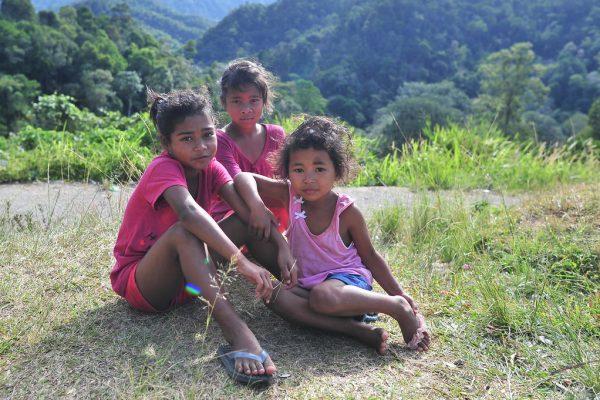 Trois fillettes orang asli dans la région des monts Cameron, en février 2016.