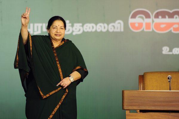 J. Jayalalitha, ministre en chef du Tamil Nadu et leader du All India Anna Dravida Munnetra Kazhagam (AIADMK), parti dravidien, lors d'un meeting pour les élections locales à Chennai le 9 avril 2016.