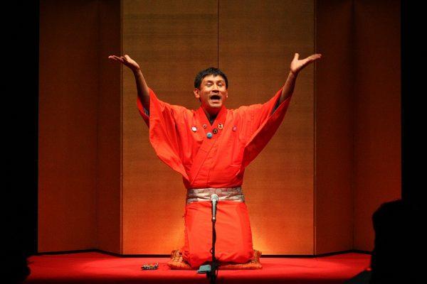 """Conteur japonais """"Rakugo"""". (Source : Amusecafe)"""