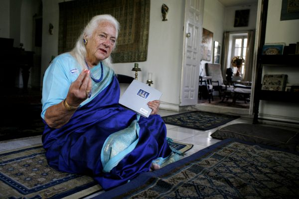Barbara Adams dans sa résidence népalaise.
