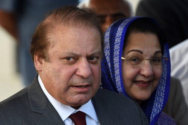 Le Premier ministre Nawaz Sharif et son épouse lors d'un voyage officiel au Sri Lanka
