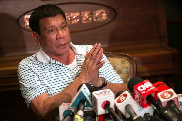 Le président philippin élu Rodrigo Duterte lors d'une conférence de presse à Davao, ville dont il est maire, dans l'île méridionale de Mindanao, le 23 mai 2016.