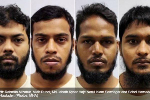 """De gauche à droite, Rahman Mizanur, Miah Rubel, Jabath Kysar Haje Norul Islam Sowdagar et Sohel Hawlader Ismail Hawlad. Ces quatre Bangladais ont plaidé coupable pour """"financement d'activités terroristes"""" devant la Cour de Singapour. Copie d'écran de """"Channel News Asia"""", le 31 mai 2016."""
