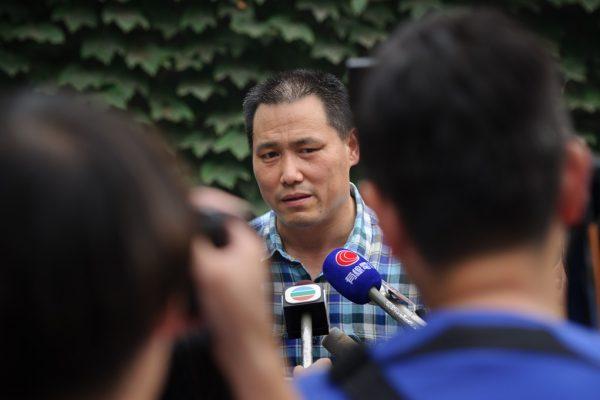 L'avocat chinois Pu Zhiqiang en conférence de presse chez l'artiste Ai Weiwei à Caochangdi, dans la municipalité de Pékin le 20 juillet 2012