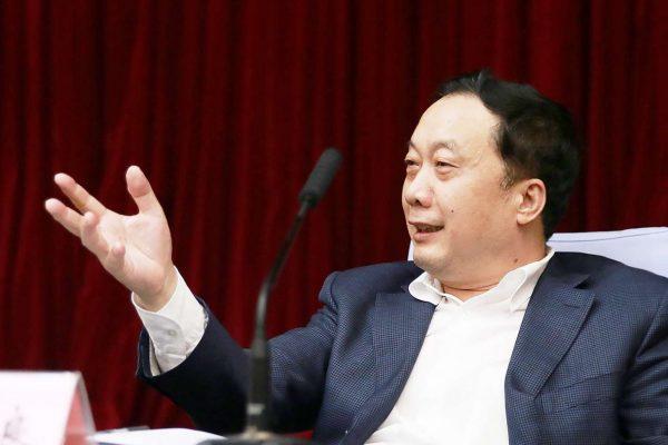 Les autorités chinoises multiplient les mesures pour contrôler Internet. Les dernières en date, prononcées par le vice-directeur de l'Administration du Cyberespace (Ren Xianliang, ci-dessus), concernent les commentaires laissés par les internautes. Copie d'écran du South China Morning Post, le 22 juin 2016.