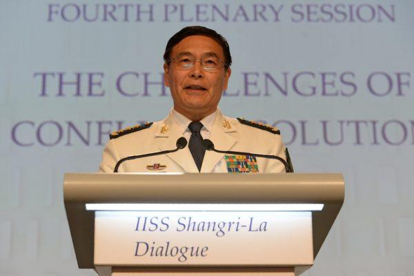 L'amiral chinois Sun Jianguo, chef adjoint de l'etat-major de l'Armée populaire de Libération (ALP), lors de son discours à la session pléniaire du 15ème Shangri-La Dialogue sur la sécurité en Asie-Pacifique, à Singapour le 5 juin 2016.