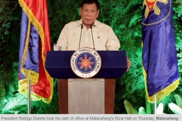 Le président Rodrigo Duterte a prêté serment ce jeudi 30 juin. Dans son discours d'investiture, il promet de respecter l'Etat de droit. Copie d'écran du Philippine Star, le 30 juin 2016.