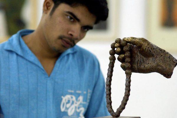 Sculpture en bronze à la Venkatappa Art Gallery, à Bangolaore le 7 janvier 2004.