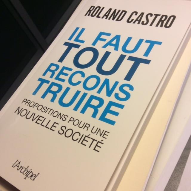 """Le dernier ouvrage de Roland Castro : """"Il faut tout reconstruire"""", aux éditions de l'Archipel, mars 2016."""