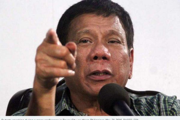 """Nouveau scandale déclenché par Rodrigo Duterte, qui a sifflé une journaliste en pleine conférence de presse. Copie d'écran du """"Straits Times"""", le 3 juin 2016."""