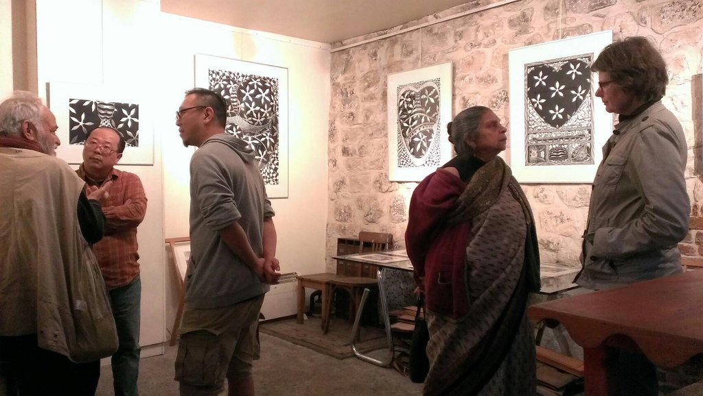 Vernissage de l'exposition de Chen Hua-Chun (陳華俊) à l'Atelier des Cascades, le 18 juin dernier ; de gauche à droite : Jean-Paul Pinzuti, Chen Hua Chun, Lai Po Wen, Anju Chaudhuri et Kristin Meller.