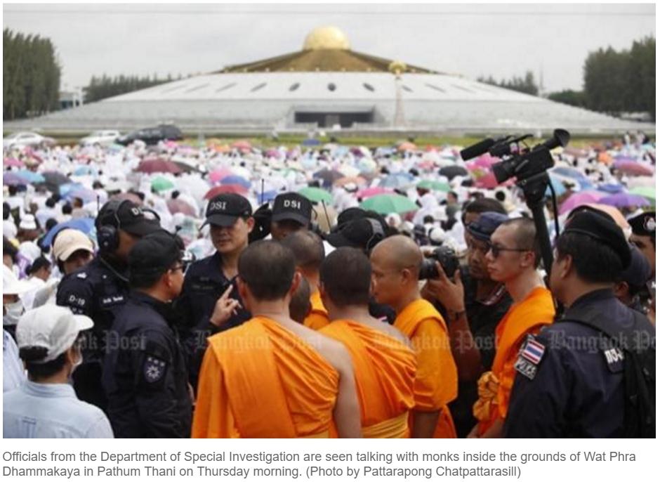 Une vaste opération a été lancée au temple Wat Phra Dhammakaya pour arrêter l'abbé Phra Dhammajayo. Copie d'écran du Bangkok Post, le 16 juin 2016.