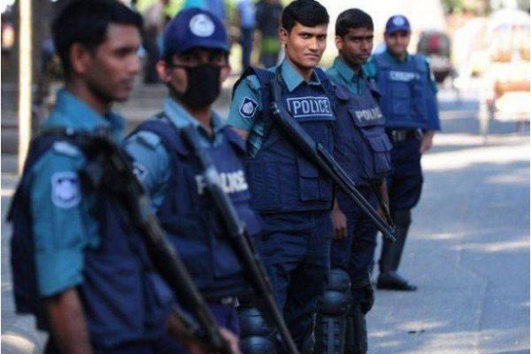 Suite à l'attentat de Dacca, le gouvernement bangladais annonce le contrôle des sermons proférés dans les mosquées et autres établissements religieux. Copie d'écran de The Express Tribune, le 15 juillet 2016.