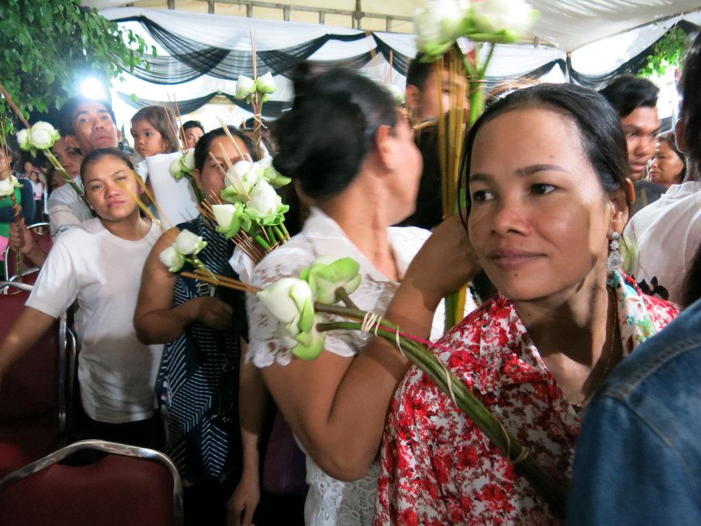 Les Cambodgiens sont venus de toutes les provinces du pays pour voir la dépouille de Kem Ley une dernière fois puis accompagner le lendemain le cortège funèbre jusqu'au village natal de l'analyste politique.