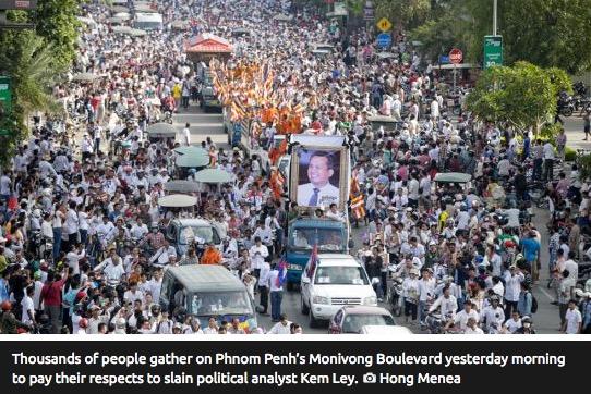 Des dizaines de milliers de Cambodgiens ont défilé à Phnom Penh pour le cortège de Kem Ley, l'analyste politique assassiné. Copie d'écran du Phnom Penh Post, le 25 juillet 2016.