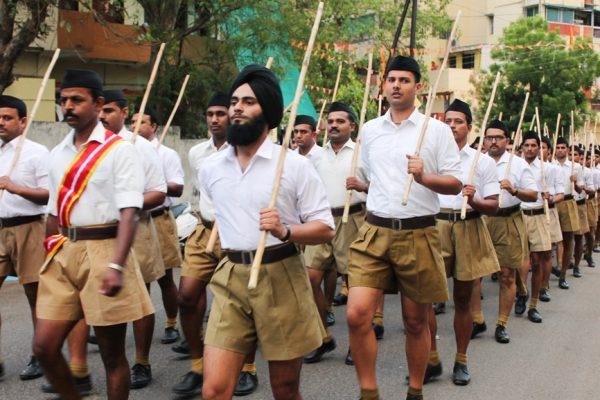 Les volontaires du Rashtriya Swayamsevak Sangh (RSS) pendant leur troisième année d'entraînement au camp de Nagpur en Inde, le 30 mai 2016.
