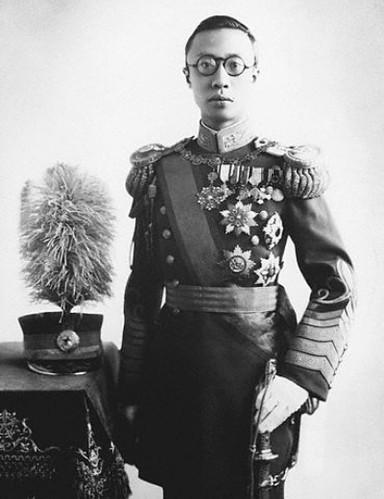 Le dernier Empereur de Chine et premier Empereur du Mandchoukouo, Puyi, en uniforme du Mandchoukouo