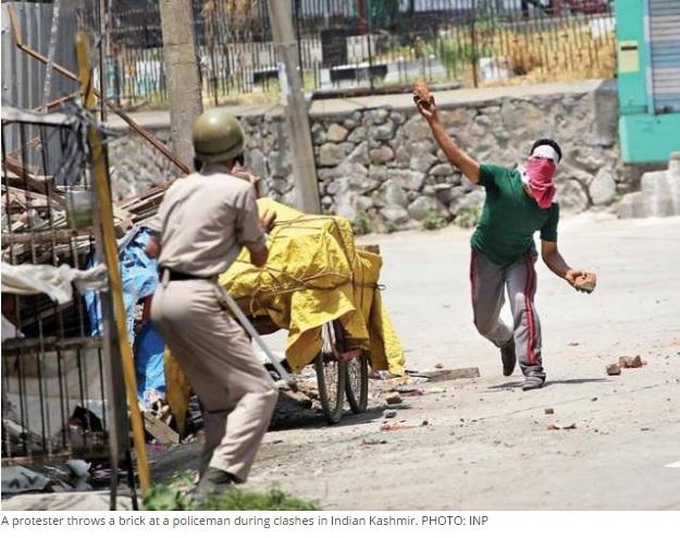 Le Premier ministre pakistanais condamne la répression des protestataires par le gouvernement indien. Copie d'écran de The Express Tribune, le 11 juillet 2016.