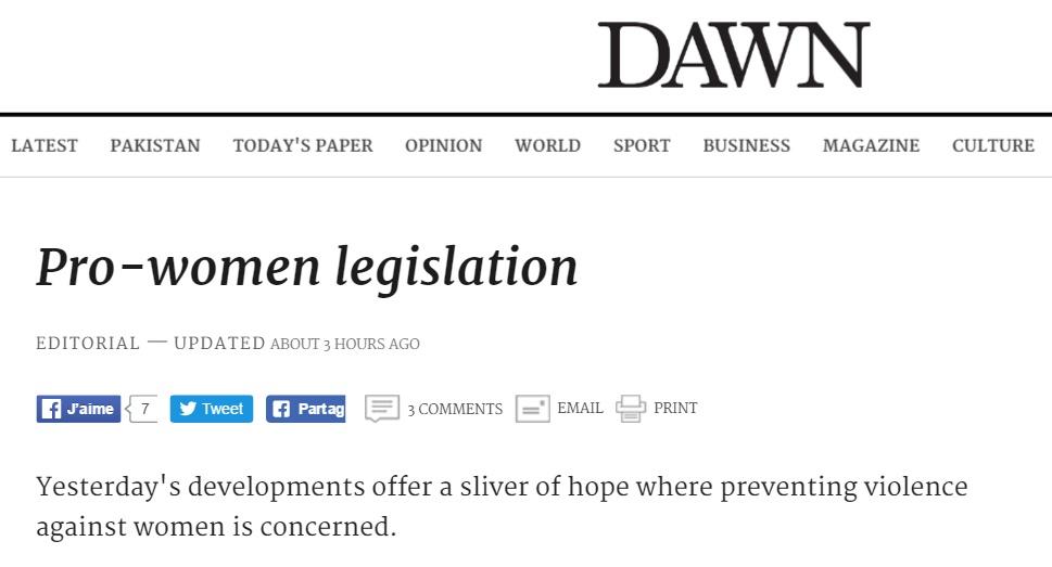 """Les réactions nationales et internationales suite au meurtre de la star internet Qandeel Baloch ont accentué la pression sur le gouvernement pakistanais. Deux projets de lois visant à lutter contre les """"crimes d'honneur"""" et le viol ont vu le jour et seront soumis au Parlement """"très prochainement"""". Copie d'écran de Dawn, le 22 juillet 2016."""