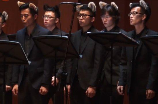 """Extrait du clip de """"Je me sens vidé"""" par Jin Chengzhi et le """"Chœur de l'Arc En Ciel""""."""