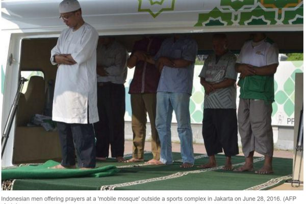 Avez-vous déjà vu… une mosquée à roulettes ? Maintenant, oui. Copie d'écran du Bangkok Post, le 5 juillet 2016.